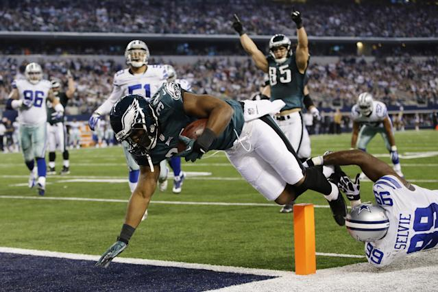 Philadelphia Eagles running back Bryce Brown (34) gets past Dallas Cowboys defensive end George Selvie (99) to score a touchdown during the second half of an NFL football game, Sunday, Dec. 29, 2013, in Arlington, Texas. (AP Photo/Tony Gutierrez)