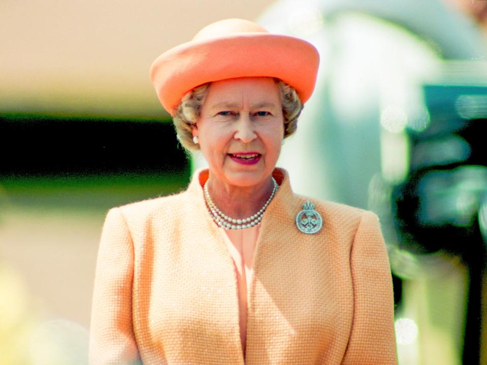 queen elizabeth trooping the colour 1992