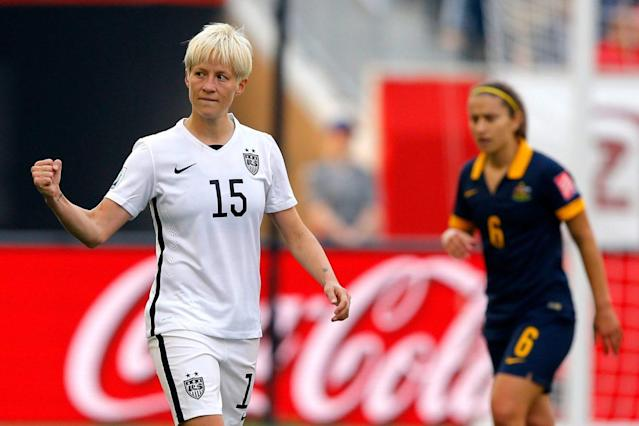 """<a class=""""link rapid-noclick-resp"""" href=""""/olympics/rio-2016/a/1124356/"""" data-ylk=""""slk:Megan Rapinoe"""">Megan Rapinoe</a> (15) knelt during the national anthem before her NWSL game on Sunday as a show of solidarity with 49ers quarterback <a class=""""link rapid-noclick-resp"""" href=""""/nfl/players/24823/"""" data-ylk=""""slk:Colin Kaepernick"""">Colin Kaepernick</a>. (Getty)"""