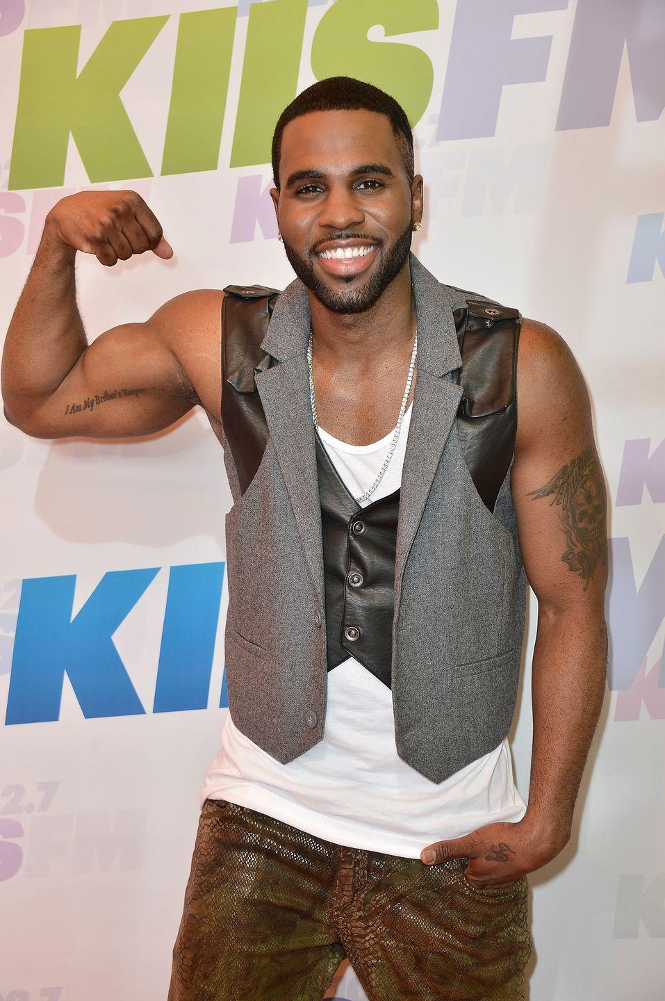 "<p>Jason Derulo knows the upside to wearing a sleeveless shirt on red carpet—it's easier to flex in. The singer told <a href=""https://www.menshealth.com/fitness/a29188690/jason-derulo-gym-fridge/"" rel=""nofollow noopener"" target=""_blank"" data-ylk=""slk:Men's Health"" class=""link rapid-noclick-resp"">Men's Health</a> he attains his physique through a high protein diet, intermittent fasting, and working out consistently with cardio and weight training. </p>"