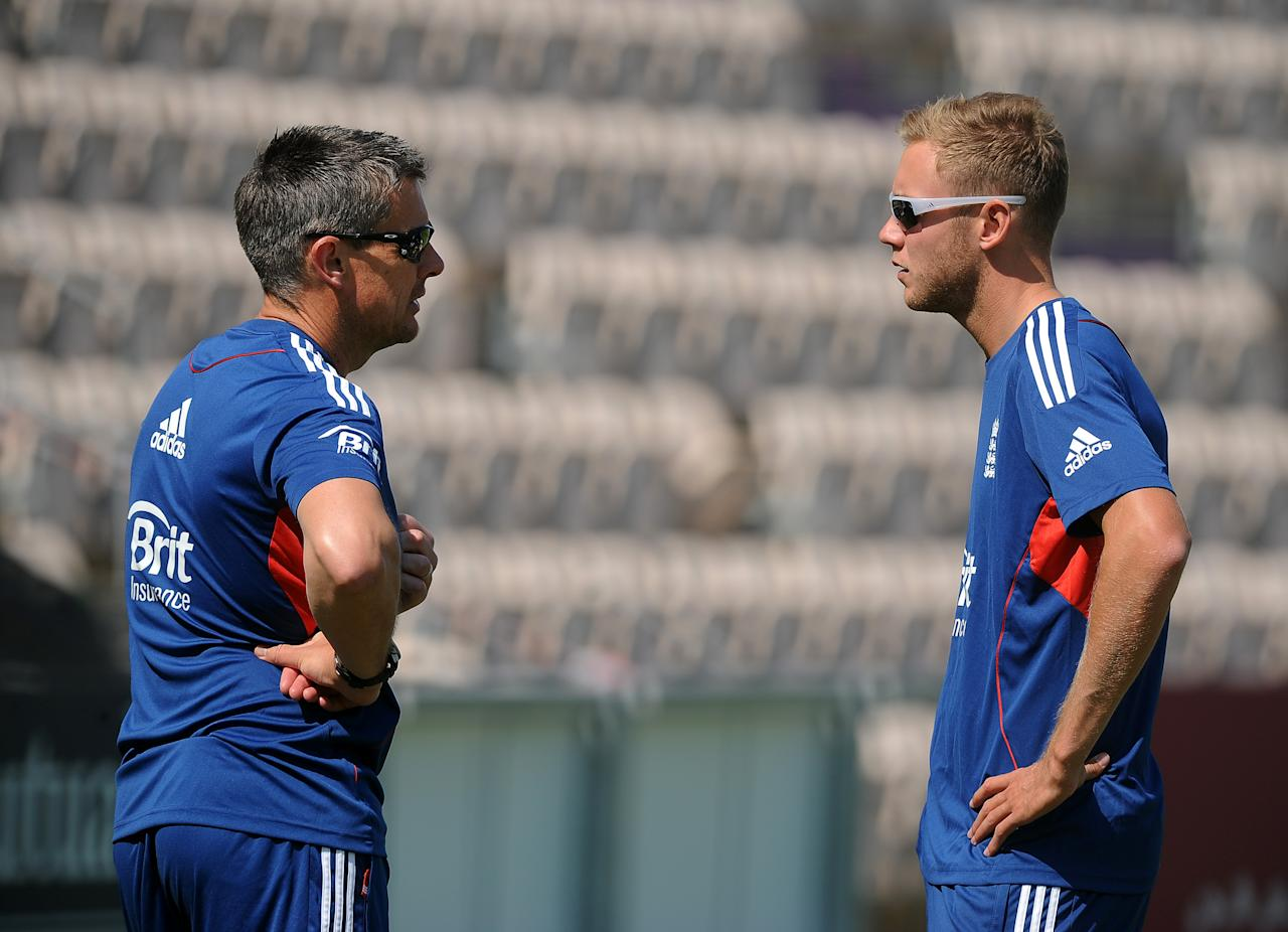 SOUTHAMPTON, ENGLAND - AUGUST 27: England coach Ashley Giles chats to Stuart Broad (R) during the England Nets Session at The Ageas Bowl on August 27, 2013 in Southampton, England. (Photo by Charlie Crowhurst/Getty Images)