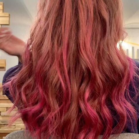 "<p>Colore rosa con balayage su base biondo chiaro.</p><p><a href=""https://www.instagram.com/p/CNXCtZ2j80h/"" rel=""nofollow noopener"" target=""_blank"" data-ylk=""slk:See the original post on Instagram"" class=""link rapid-noclick-resp"">See the original post on Instagram</a></p>"