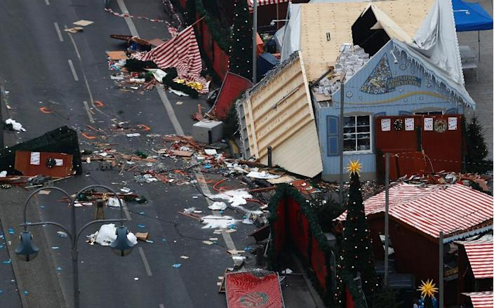 The scene of a terrorist attack is seen on December 20, 2016 after a lorry smashed into a busy Christmas market in central Berlin (AFP Photo/Odd ANDERSEN)