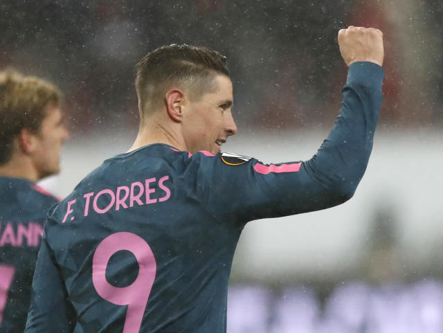 Atletico's Fernando Torres celebrates with team mates after scoring during the Europa League, round of 16 second leg soccer match between Lokomotiv Moscow and Atletico Madrid, in Moscow, Russia, Thursday, March 15, 2018. (AP Photo/Pavel Golovkin)