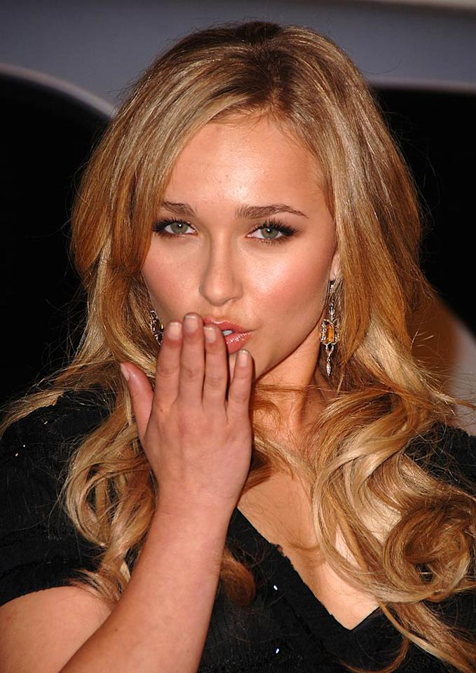 """Heroes"" hottie Hayden Panettiere sends a sultry kiss to the cameras. Steve Granitz/<a href=""http://www.wireimage.com"" target=""new"">WireImage.com</a> - February 20, 2007"