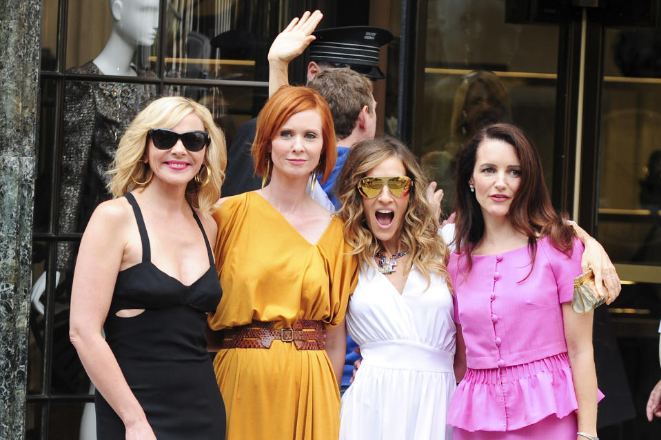 """NEW YORK - SEPTEMBER 08:  (L-R) Actresses Kim Cattrall, Cynthia Nixon, Sarah Jessica Parker, and Kristen Davis pose for photos on location at the """"Sex And The City 2"""" film set at Bergdorf Goodman September 9, 2009 in New York City.  (Photo by Ray Tamarra/Getty Images)"""