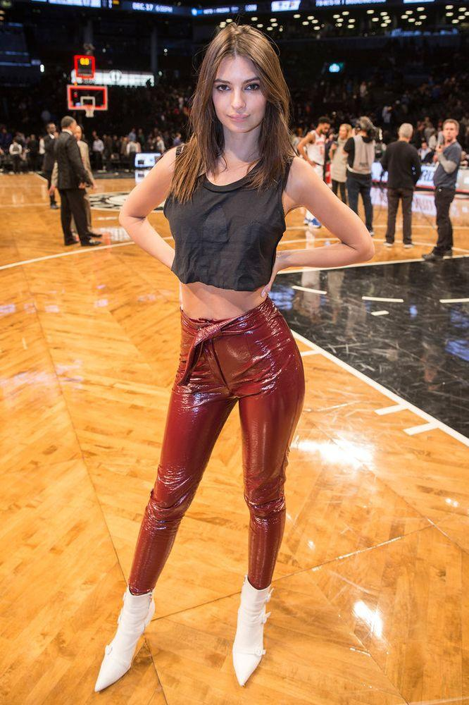 Emily Ratajkowski Flaunts Washboard Abs In Crop Top And