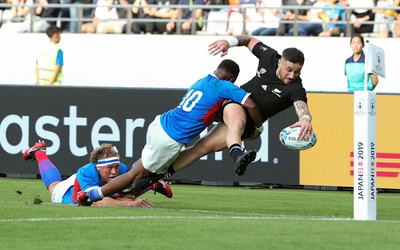 TJ Perenara reaches out to score a sensational try for New Zealand - Getty Images AsiaPac