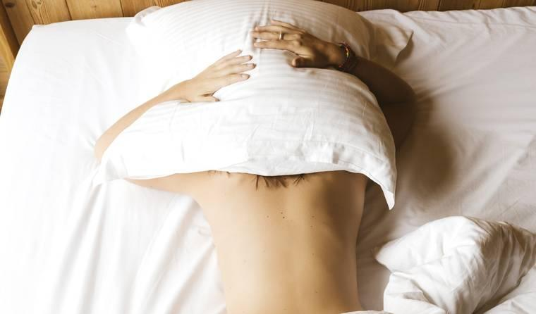 Here's Why You Should Sleep Naked, According to Science