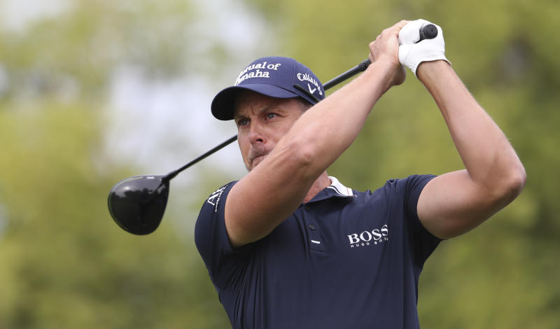 Henrik Stenson of Sweden tees off on the 2nd hole during the first round of the DP World Tour Championship golf tournament in Dubai, United Arab Emirates, Thursday, Nov. 21, 2019. (AP Photo/Kamran Jebreili)