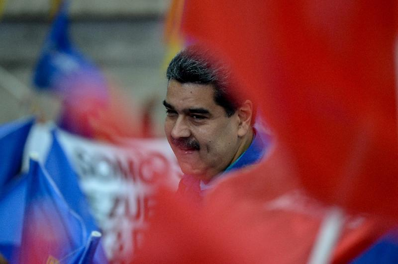 Venezuelan President Nicolas Maduro greets supporters during a rally in Caracas on February 7, 2018 (AFP Photo/FEDERICO PARRA)