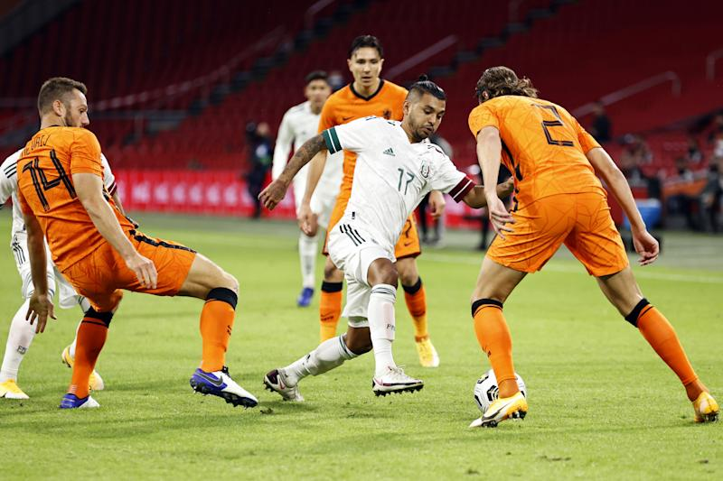 (L to R) Stefan de Vrij of Holland, Jesus Manuel Corona of Mexico, Hans Hateboer of Holland during the friendly match between the Netherlands and Mexico at the Johan Cruyff Arena on October 07, 2020 in Amsterdam, Netherlands. ANP MAURICE VAN STEEN (Photo by ANP Sport via Getty Images)