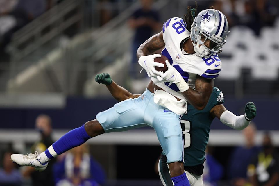 CeeDee Lamb of the Dallas Cowboys makes a first quarter catch in front of Steven Nelson of the Philadelphia Eagles. (Photo by Tom Pennington/Getty Images)