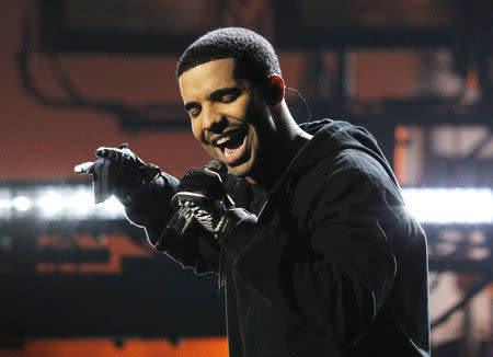 FILE PHOTO: Singer Drake performs at the 2011 American Music Awards in Los Angeles November 20, 2011.  REUTERS/Mario Anzuoni/Files