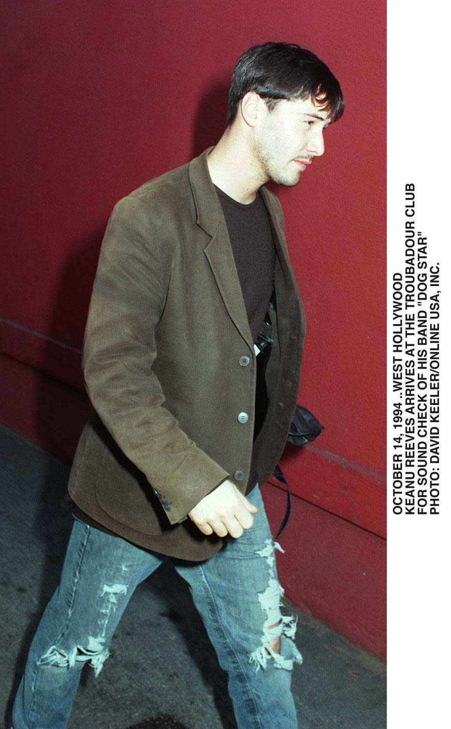 <p>He even looks good in brown???????????</p>