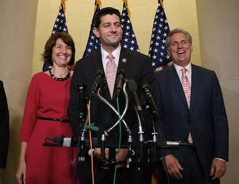Representative Paul Ryan (C) speaks to the media while flanked by House Majority Leader Kevin McCarthy (R) and Chairman of the House Republican Conference Rep. Cathy McMorris Rodgers at the US Capitol on October 28, 2015 (AFP Photo/Mark Wilson)