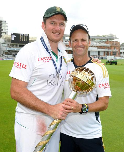 LONDON, ENGLAND - AUGUST 20:  South Africa captain Graeme Smith and coach Gary Kirsten celebrate with the ICC World Test mace after winning the 3rd Investec Test match between England and South Africa at Lord's Cricket Ground on August 20, 2012 in London, England.  (Photo by Gareth Copley/Getty Images)