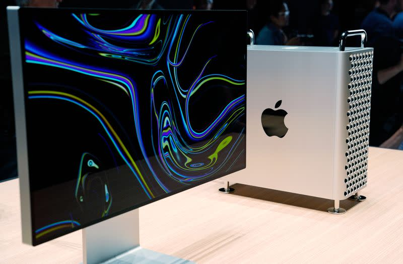 Apple plans to sell Macs with its own chips from 2021 - Bloomberg