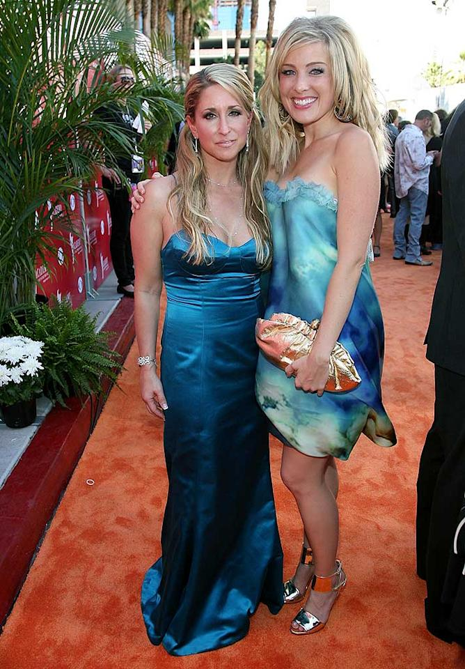 "Heidi Newfield and Sarah Buxton both opted for teal ensembles and crispy blond coifs. Frazer Harrison/<a href=""http://www.gettyimages.com/"" target=""new"">GettyImages.com</a> - May 18, 2008"