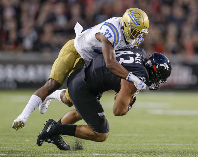 More than his TD catch, Cincinnati TE Josiah Deguara impressed scouts with a great hustle play vs. UCLA. (Getty Images)