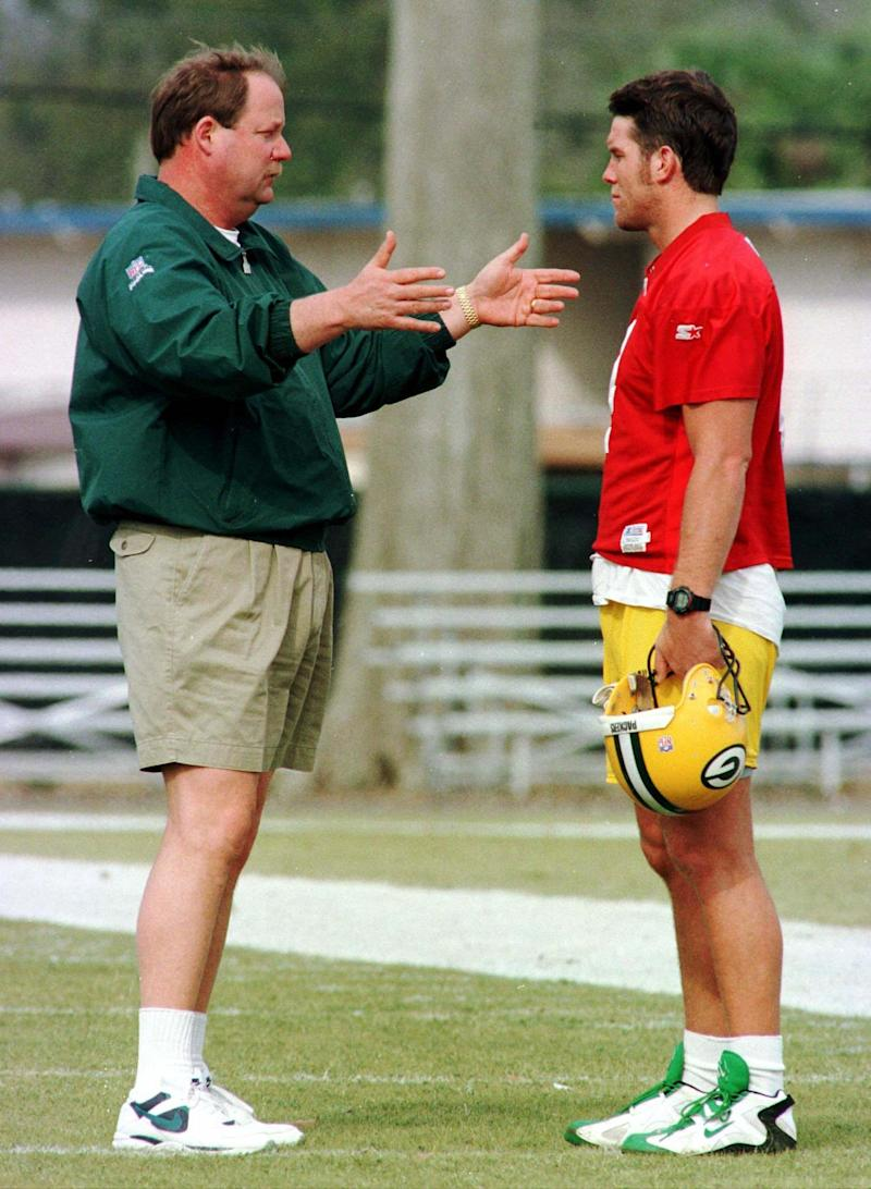 Green Bay Packers' head coach Mike Holmgren (L) talks with quarterback Brett Favre during team practice, January 21. The Packers, led by Favre, will face the New England Patriots in Super Bowl XXXI January 26. SPORT SUPER BOWL