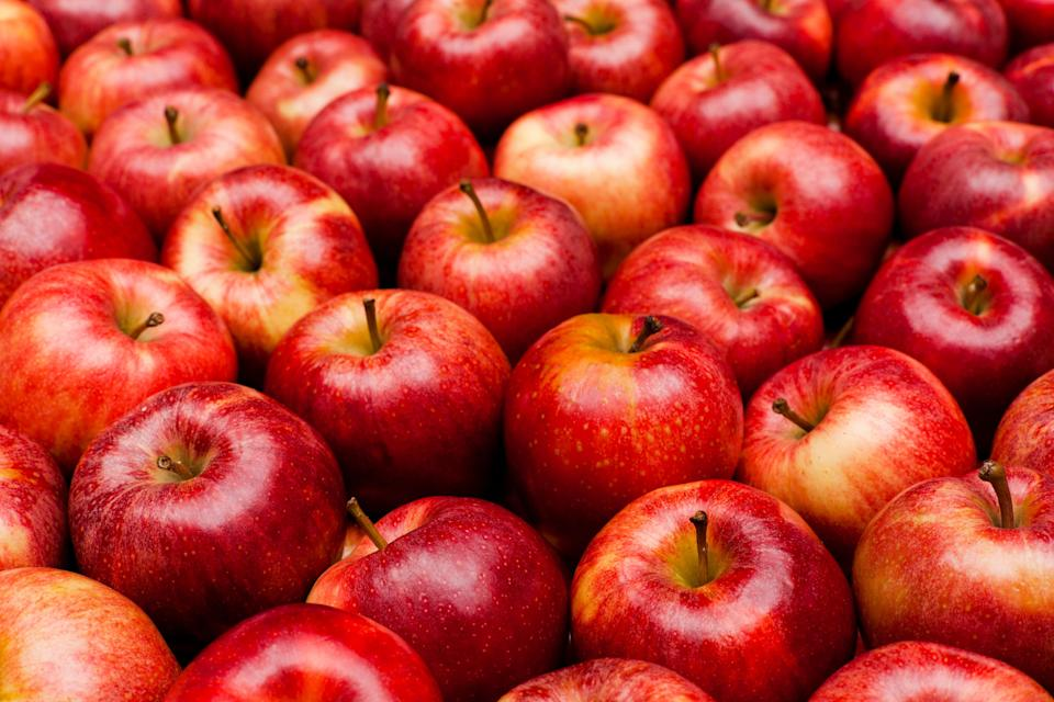 "<h1 class=""title"">Close-up of red royal gala apples</h1><cite class=""credit"">aluxum</cite>"