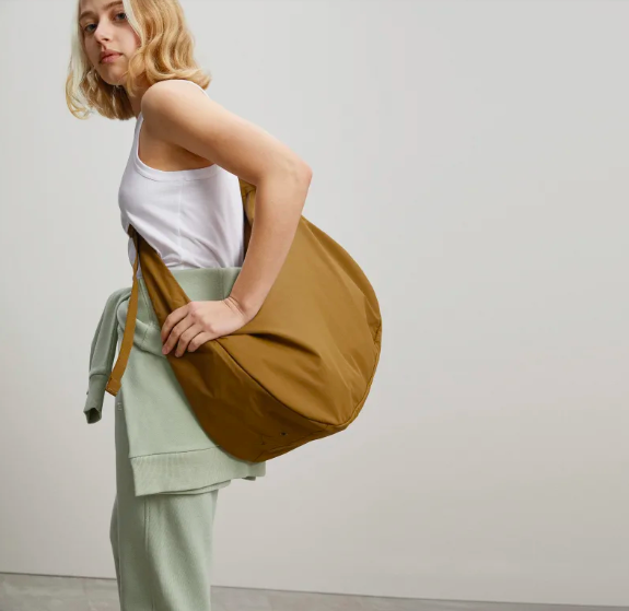 The Oversized Carryall in Breen. Image via Everlane.