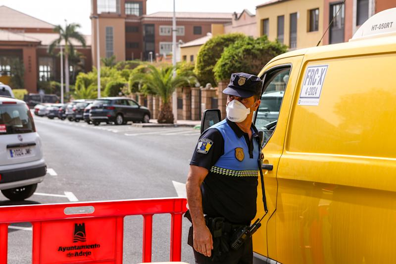 An Italian tourist, at the H10 Costa Adeje Palace Hotel, results positive to the Coronavirus. About 1000 people have been quarantined, isolating in the hotel. (Photo by Davide Di Lalla/Pacific Press/Sipa USA)