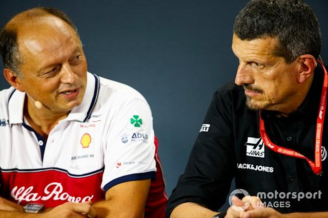 """Frederic Vasseur, Team Principal, Alfa Romeo Racing, e Guenther Steiner, Team Principal, Haas F1 Team, in conferenza stampa <span class=""""copyright"""">Andrew Hone / Motorsport Images</span>"""