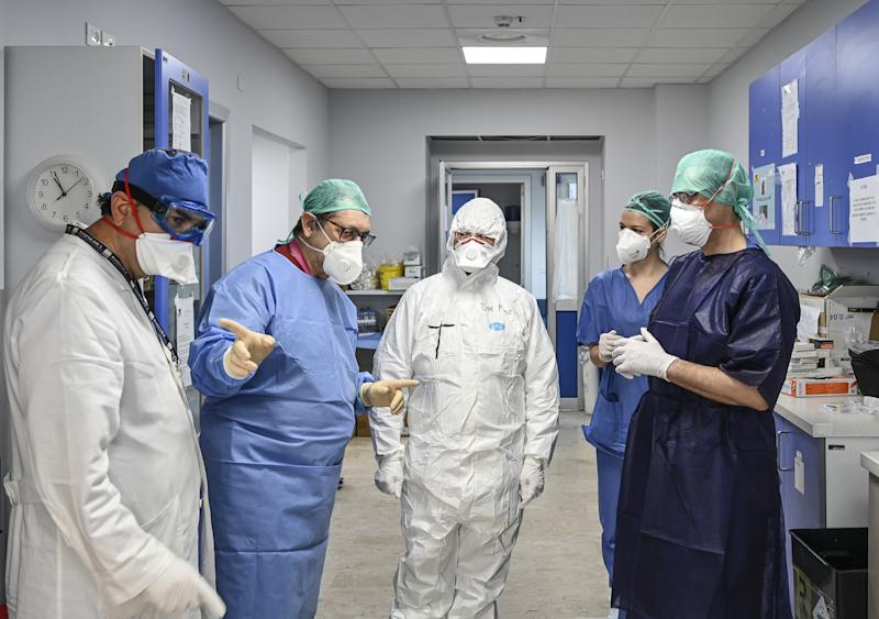 CATANIA, ITALY - APRIL 04: Don Mario Torracca, chaplain of the Cannizzaro hospital (C) together with doctors and nurses on April 4, 2020 in Catania, Italy. Italy continues it's lockdown to help constrain spread of coronavirus (COVID-19). (Photo by Fabrizio Villa/Getty Images)