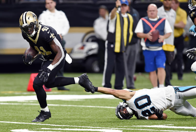 New Orleans Saints running back Alvin Kamara (41) breaks loose from Carolina Panthers free safety Kurt Coleman (20) on a touchdown. (AP)