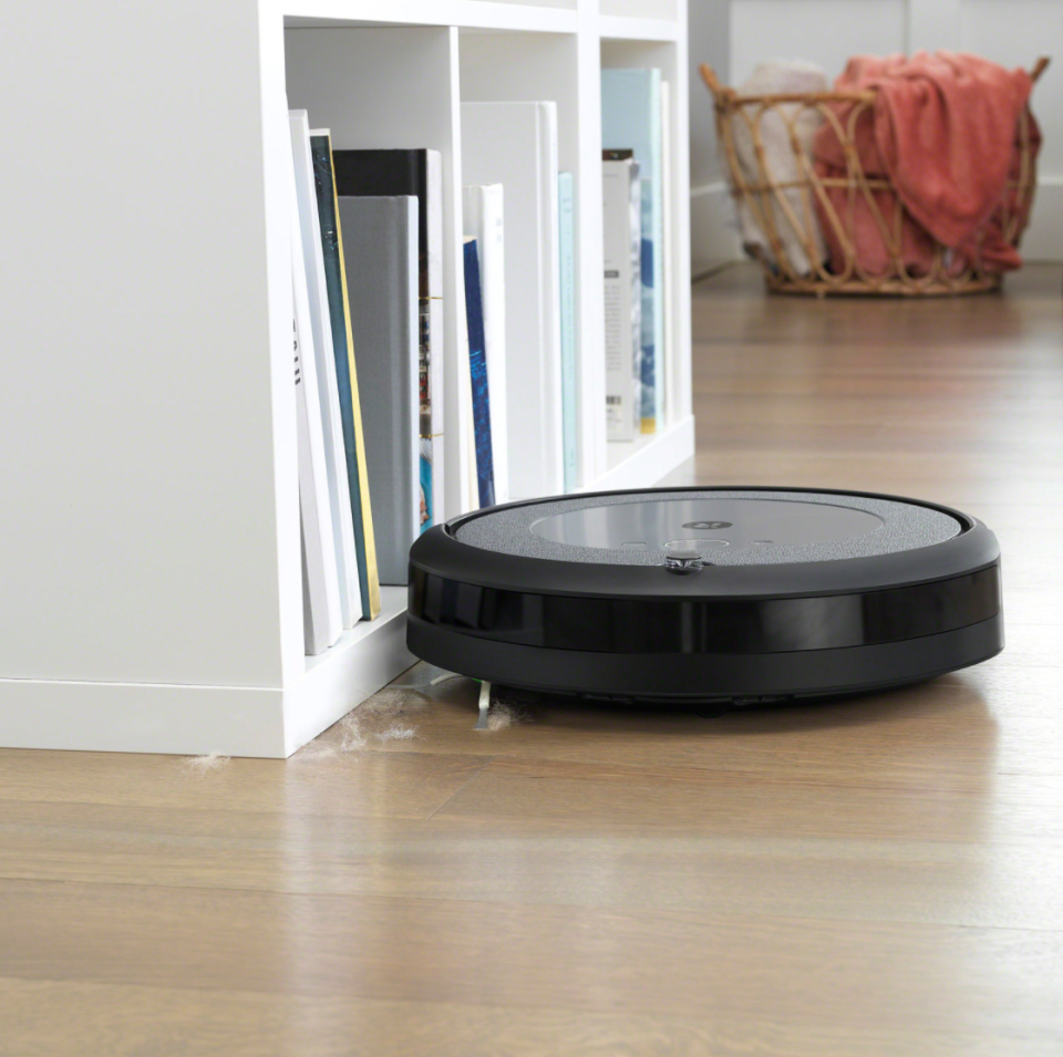 iRobot Roomba i3+ Robot Vacuum (Photo via Best Buy Canada)