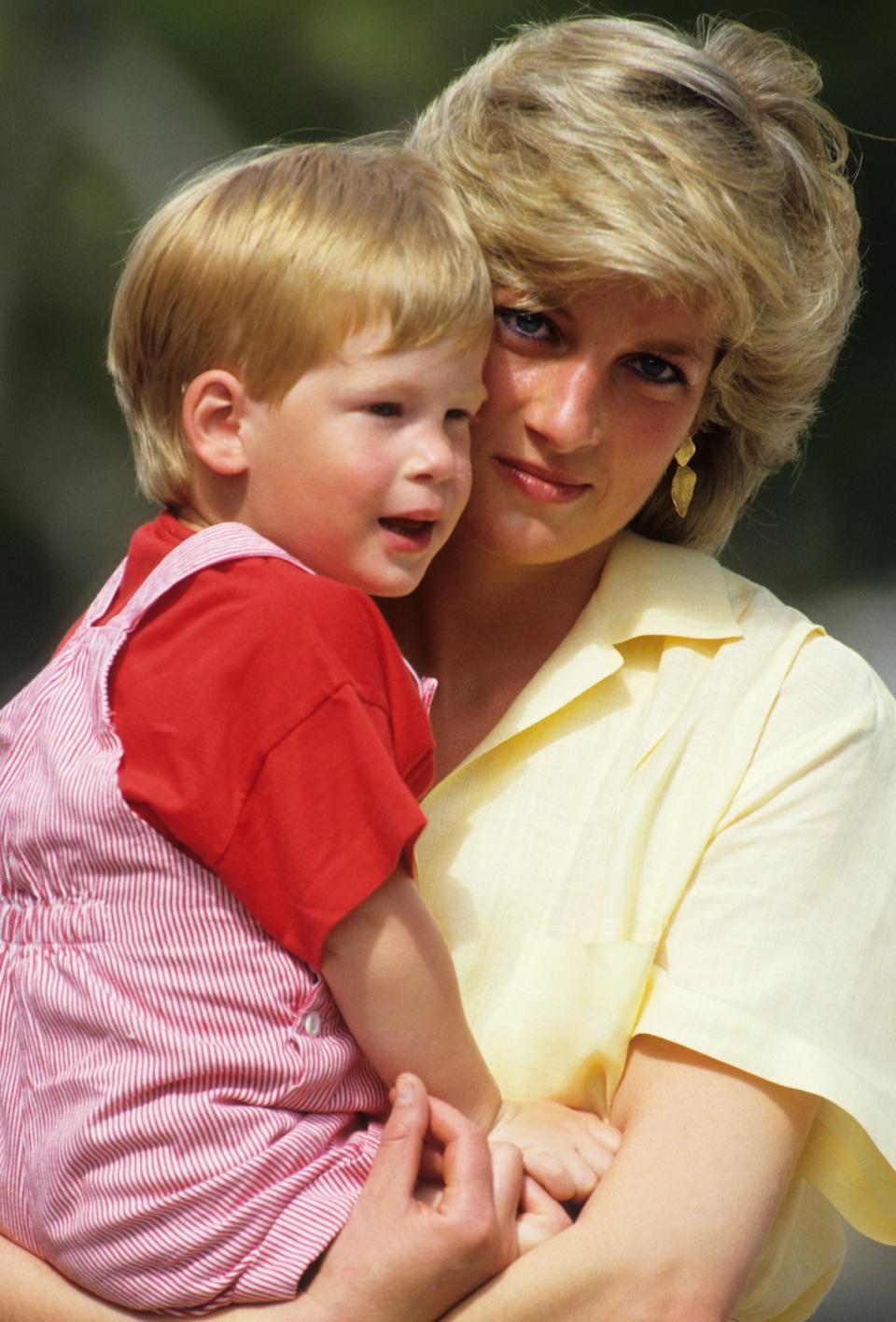 Prince Harry with Princess Diana in 1987 (Photo: Getty)