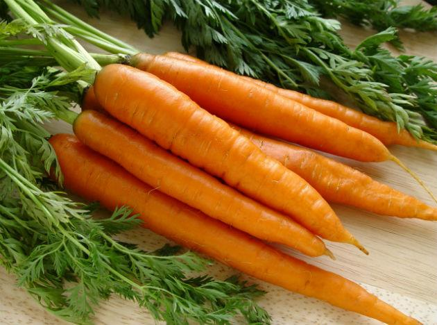 <b>Carrots </b>This orange coloured vegetable is an excellent source of antioxidants that help lessening the risk of a number of types of cancers and heart related disorders. The Vitamin A that the vegetable contains promotes the health of the eye. Apart from this, carrots contain calcium, potassium, fiber and Vitamin C.