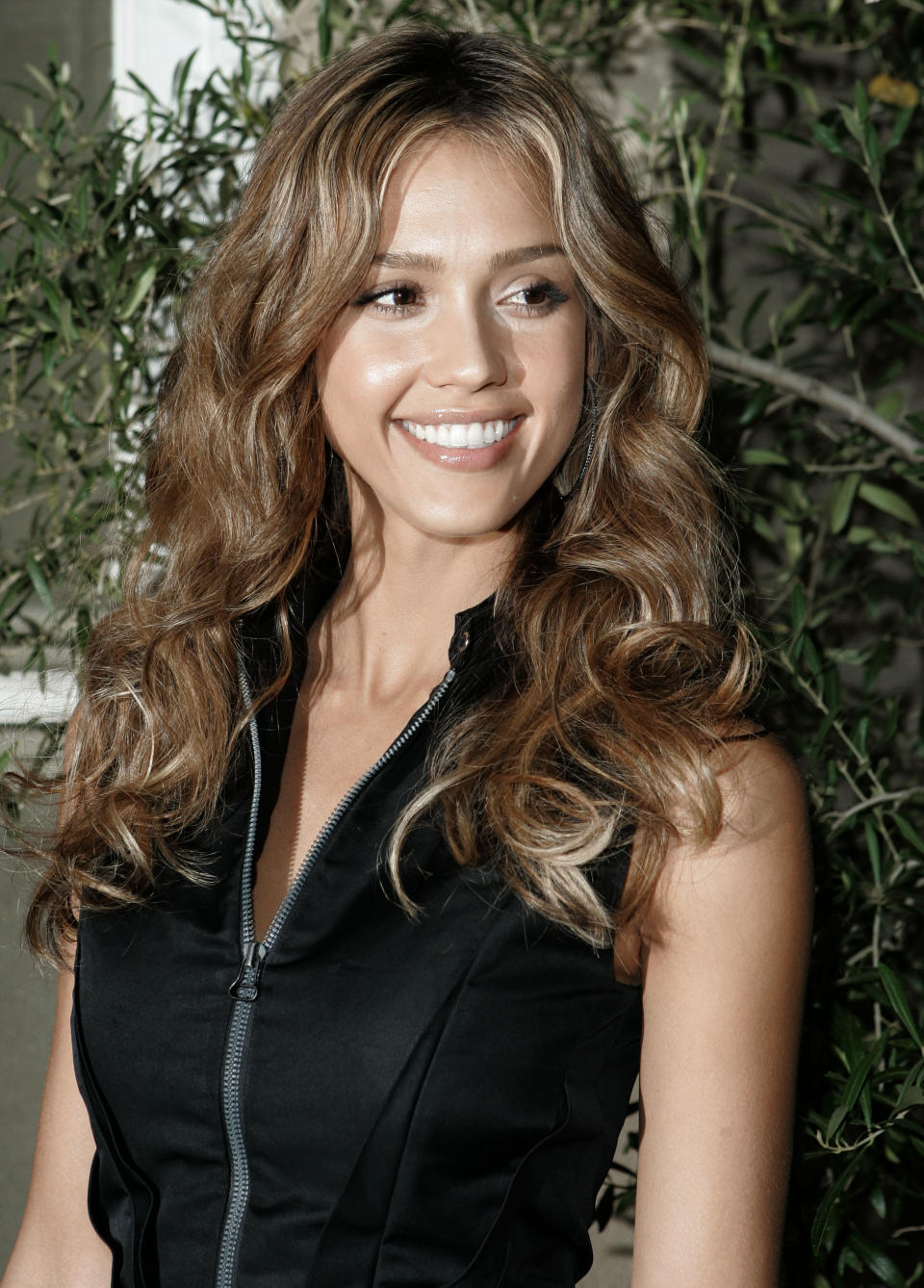 Actress Jessica Alba arrives at Elle magazine's 14th Annual Women in Hollywood tribute in Los Angeles Monday, Oct. 15, 2007. (AP Photo/Kevork Djansezian)
