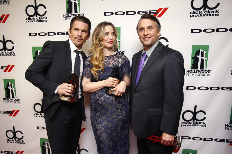 "Ethan Hawke (L), Julie Delpy and Richard Linklater pose backstage after accepting the ""Hollywood Screenwriter Award"" at the 17th Annual Hollywood Film Awards Gala at the Beverly Hilton Hotel in Beverly Hills, California October 21, 2013. REUTERS/Mario Anzuoni (UNITED STATES - Tags: ENTERTAINMENT)"