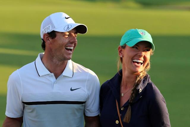 Rory McIlroy celebrates with his girlfriend Erica Stoll after winning the DP World Tour Golf Championship in Dubai on November 22, 2015 (AFP Photo/Karim Sahib)