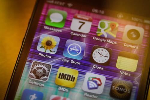 Cheaper iPhone rumoured for late 2013 claims source