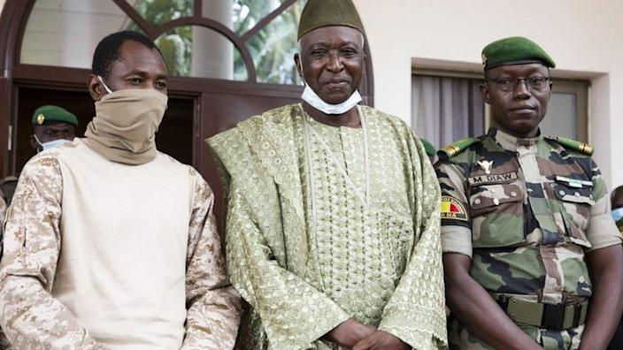 Col Assimi Goïta (L), President Bah Ndaw (C) and Col Malick Diaw (R) - September 2020