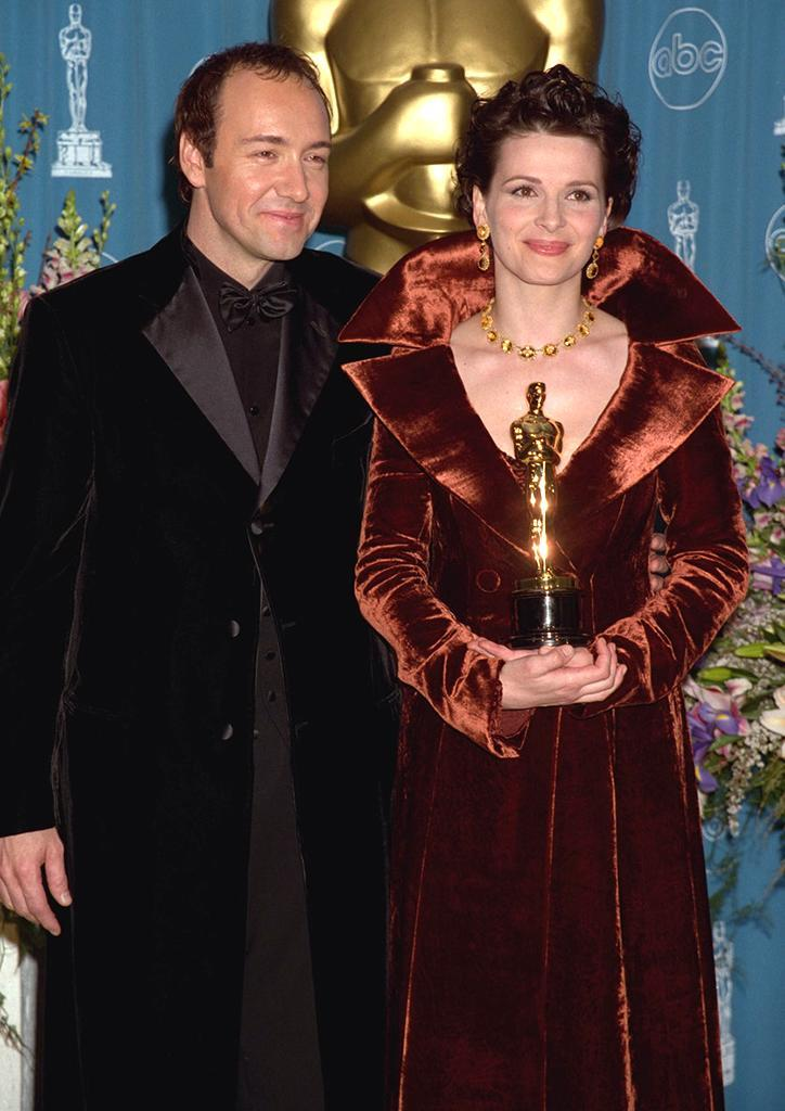 <p>Spacey poses backstage with Best Supporting Actress winner Binoche. 'The English Patient' won a whopping nine Oscars that night. (Photo by Frank Trapper/Getty Images) </p>