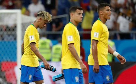 Soccer Football - World Cup - Group E - Brazil vs Switzerland - Rostov Arena, Rostov-on-Don, Russia - June 17, 2018 Brazil's Neymar, Philippe Coutinho and Thiago Silva look dejected at the end of the match REUTERS/Damir Sagolj