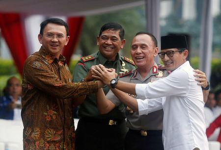 (L-R) Candidates running in Jakarta governor election Basuki Tjahaja Purnama, Jakarta military chief Jaswandi, Jakarta Police chief Mochammad Iriawan, and a candidate for deputy governor Sandiaga Uno, hold hand during Peace Declaration ceremony for Wednesday election in Jakarta, Indonesia, April 17, 2017. REUTERS/Beawiharta