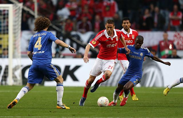 Benfica's Nemanja Matic (centre) and Chelsea's Nascimento Ramires battle for the ball