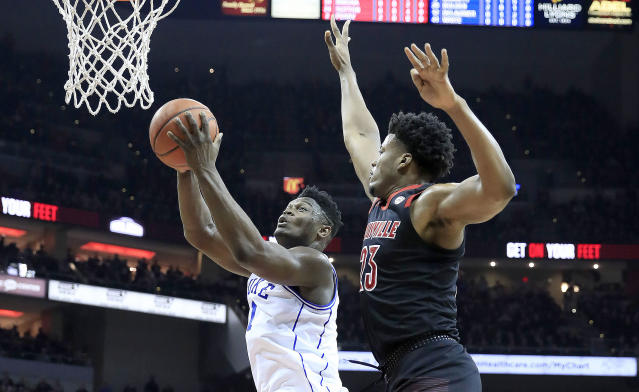 "<a class=""link rapid-noclick-resp"" href=""/ncaab/players/147096/"" data-ylk=""slk:Zion Williamson"">Zion Williamson</a> led the charge against Louisville. (Getty Images)"