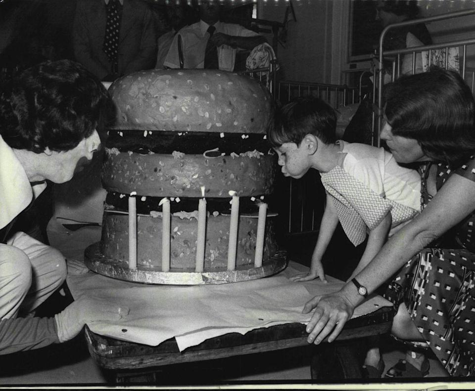 <p>OK, we found an even better birthday gift. This five-year-old patient at the Royal Alexandra Hospital for Children in Sydney, Australia got a 185 pound McDonald's hamburger-shaped birthday cake. </p>