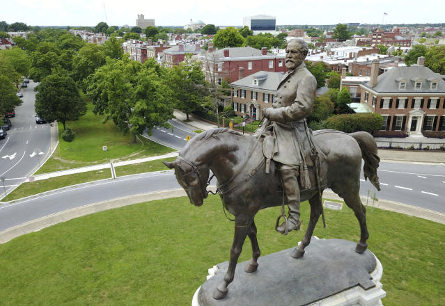 The statue of Confederate Gen. Robert E. Lee that stands in the middle of a traffic circle on Monument Avenuein Richmond, Va. (Photo: Steve Helber/AP)