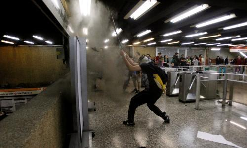 Chile students' mass fare-dodging expands into city-wide protest