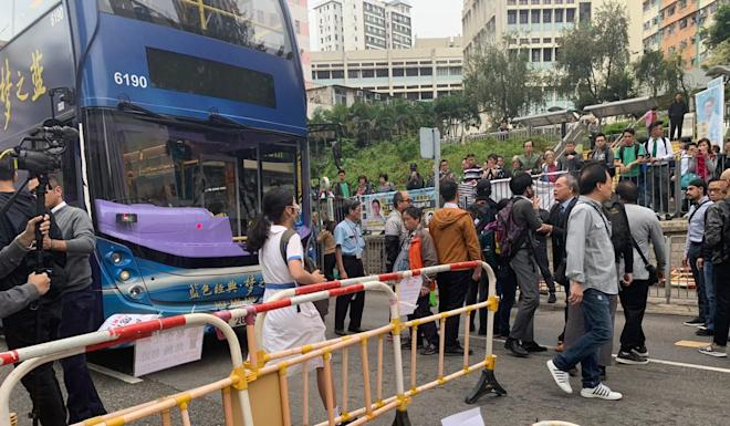 Protesters blocked roads in Kwun Tong early on Wednesday morning. Photo: Martin Choi