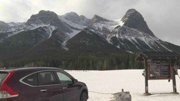Canmore town council has approved a plan to start charging for parking at Quarry Lake Park.  (Dave Gilson/CBC - image credit)