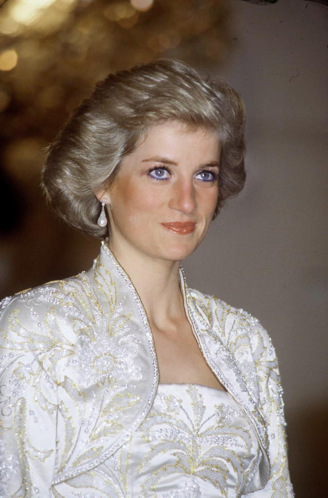<p>Princess Diana and her baby blues at a state banquet in the Champs-Élysées Palace in Paris, France. (Photo: Tim Graham/Getty Images) </p>